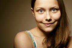 Sonrisa adolescente de la muchacha Fotografía de archivo