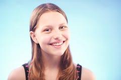 Sonrisa adolescente de la muchacha Imagen de archivo