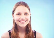 Sonrisa adolescente de la muchacha Fotos de archivo
