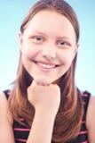 Sonrisa adolescente de la muchacha Imagenes de archivo