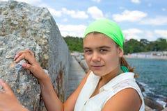Sonrisa adolescente de la muchacha Imagen de archivo libre de regalías