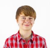 Sonrisa adolescente del muchacho; aislado en el CCB blanco Imagen de archivo