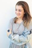 Sonrisa adolescente en el fondo blanco Foto de archivo libre de regalías