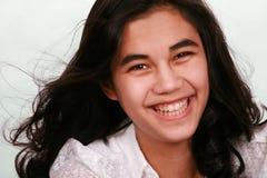 Sonrisa adolescente hermosa de la muchacha Foto de archivo