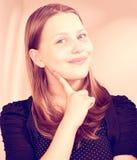 Sonrisa adolescente preciosa de la muchacha Imagenes de archivo