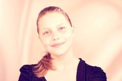 Sonrisa adolescente preciosa de la muchacha Imagen de archivo