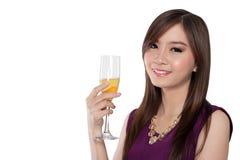 Sonrisa asiática atractiva de la muchacha, aislada en blanco Imágenes de archivo libres de regalías