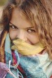 Sonrisa bonita de la chica joven Imágenes de archivo libres de regalías