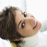 Sonrisa bonita de la mujer. Imagenes de archivo