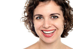 Sonrisa brillante de una mujer joven atractiva fotos de archivo