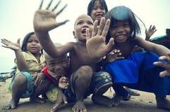 Sonrisa camboyana pobre de los cabritos Foto de archivo