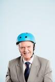 Defin de ciclo de la gente real del retrato del casco del hombre que lleva divertido alto Foto de archivo libre de regalías