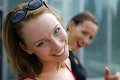 Sonrisa de dos muchachas Foto de archivo libre de regalías