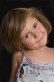 Sonrisa de la chica joven   Foto de archivo