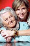 Sonrisa de la madre y de la hija Fotografía de archivo libre de regalías