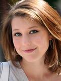 Sonrisa de la muchacha fotografía de archivo libre de regalías