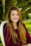 Sonrisa de la muchacha de la escuela fotos de archivo libres de regalías
