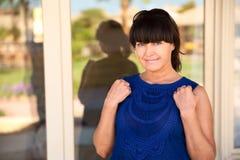 Sonrisa de la mujer adulta Foto de archivo libre de regalías
