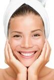 Sonrisa de la mujer de la belleza del balneario Imagen de archivo libre de regalías