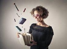 Sonrisa de la mujer de la moda de los jóvenes Fotos de archivo libres de regalías