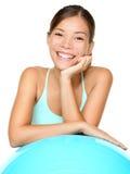 Sonrisa de la mujer de los pilates de la aptitud Fotos de archivo libres de regalías
