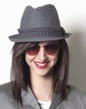 Sonrisa de la mujer del gángster Foto de archivo libre de regalías