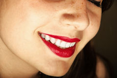 Sonrisa de las mujeres jovenes Foto de archivo libre de regalías