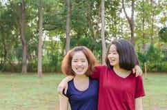 Sonrisa de las mujeres jovenes después del ejercicio Imagenes de archivo