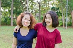 Sonrisa de las mujeres jovenes después del ejercicio Imagen de archivo