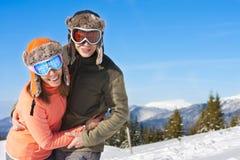 Sonrisa de los esquiadores para la cámara Imagenes de archivo