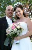 Sonrisa de los pares de la boda Imágenes de archivo libres de regalías