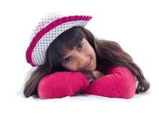 Sonrisa de reclinación de la muchacha Imagen de archivo