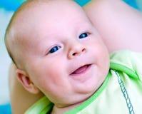 Sonrisa de siete semanas del bebé imágenes de archivo libres de regalías