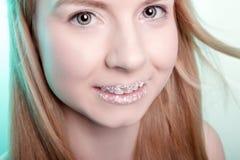 Sonrisa de una muchacha linda Imagenes de archivo