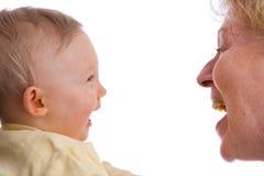 Sonrisa del bebé y de la abuelita Fotografía de archivo