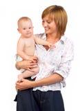 Sonrisa del bebé y de la madre. Foto de archivo libre de regalías