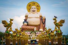 Sonrisa del gigante o estatua feliz de Buda en el wat pl del templo budista Fotografía de archivo libre de regalías