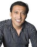 Sonrisa del hombre del Latino imagenes de archivo