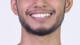 Sonrisa del hombre indio barbudo feliz joven almacen de video