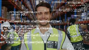 Sonrisa del trabajador de Warehouse almacen de metraje de vídeo