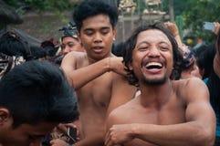 Sonrisa después de luchar en el pueblo Bali de Tenganan Imágenes de archivo libres de regalías