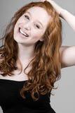 Sonrisa dirigida roja hermosa de la muchacha Foto de archivo libre de regalías