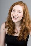 Sonrisa dirigida roja hermosa de la muchacha Fotografía de archivo