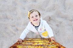 Sonrisa encima de la escalera Foto de archivo libre de regalías