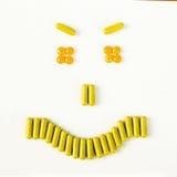 Sonrisa enojada hecha de muchas píldoras y cápsulas Concepto de la salud Fotografía de archivo libre de regalías
