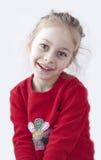 Sonrisa feliz cinco años de la muchacha rubia del niño Imagen de archivo libre de regalías