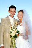 Sonrisa feliz de los pares de la boda Fotografía de archivo