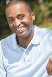 Sonrisa feliz del hombre del afroamericano Foto de archivo libre de regalías