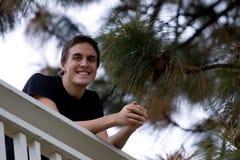 Sonrisa feliz del hombre joven Foto de archivo libre de regalías