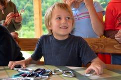 Sonrisa feliz del niño imagen de archivo libre de regalías
